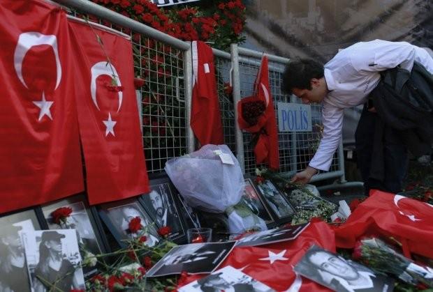 Напаѓачот во истанбулскиот клуб  Реина  бил со умисла да се самозапли Што тргнало наопаку