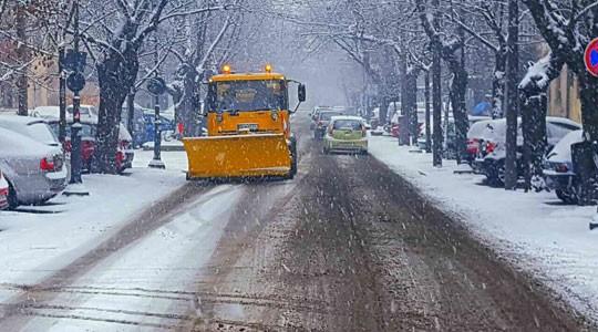 Над 5 милиони евра за чистење на снегот  а тротоарите и уличките непроодни