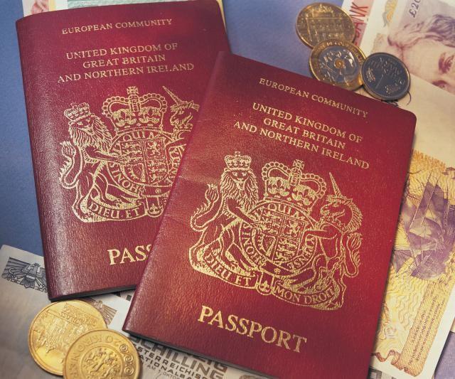 Фотографиите од мобилен можат во пасошот  само без селфи