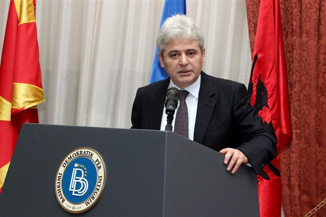 Ахмети  Албанците да не дозволат политичките да прераснат во етнички проблеми