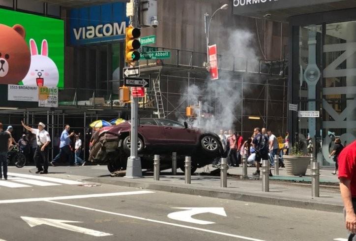 УЖАС НА ТАЈМ СКВЕР  Возило удри во толпа   дали се работи за тероризам