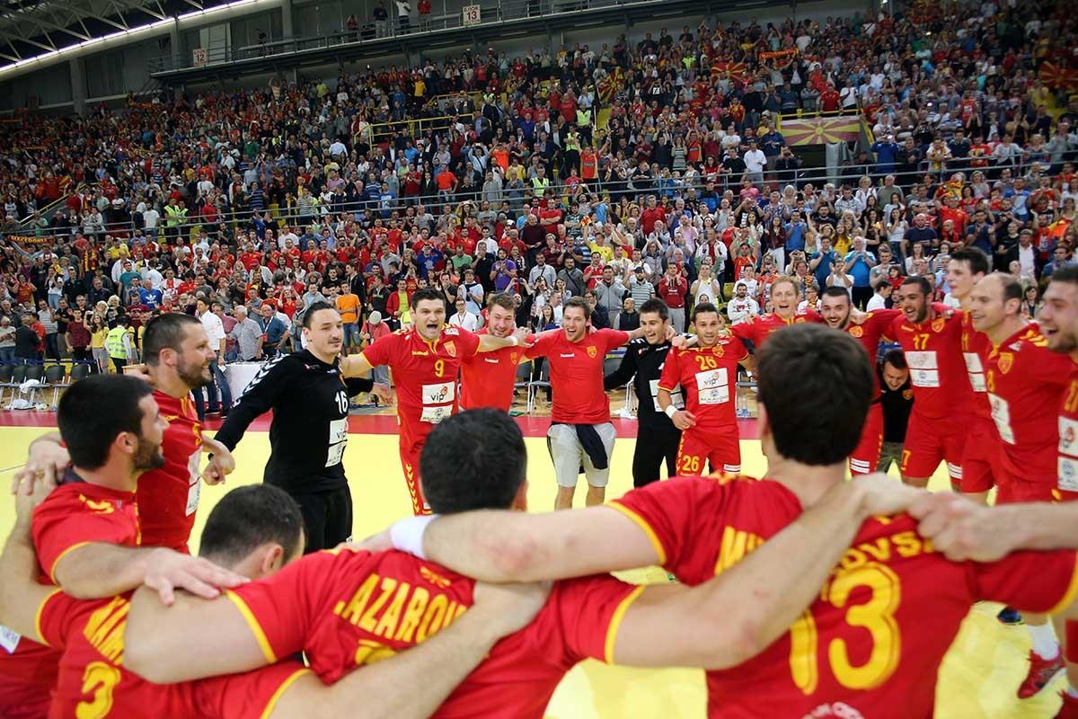 ГАЛЕРИЈА  МАКЕДОНИЈА СЕ РАДУВА  Чешка на колена  Ракометарите извонредни одиме на ново Европско првенство