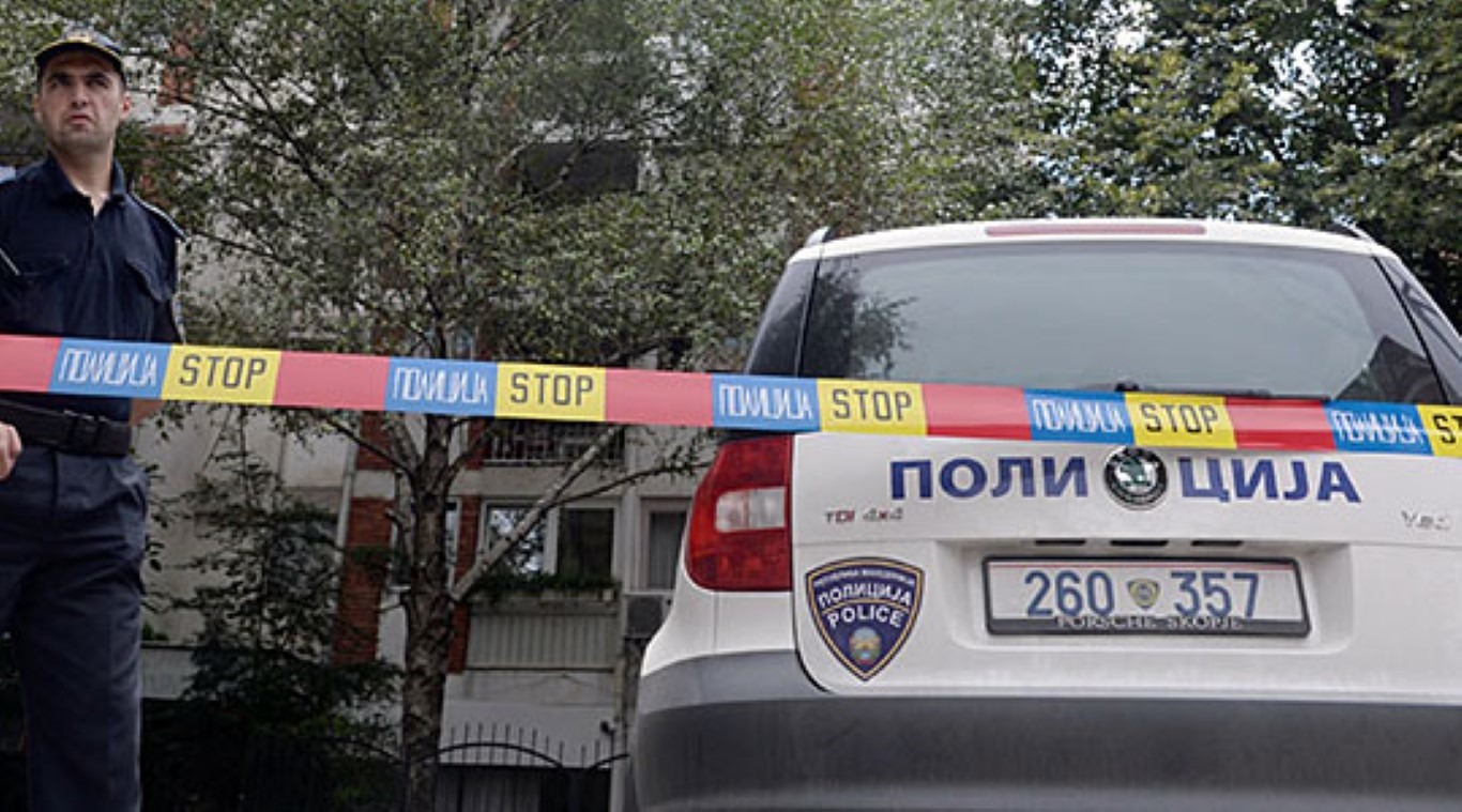 Полицаец по бркотница и пружање отпор пукал во малолетници во Струмица