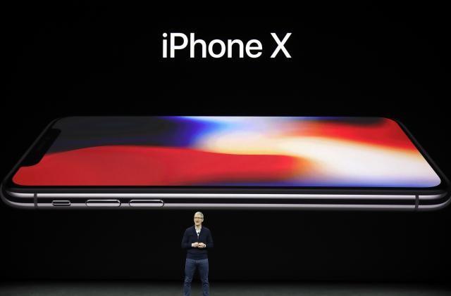 ИДНИНАТА СТИГНА   iPhone X ќе се отклучува со  поглед