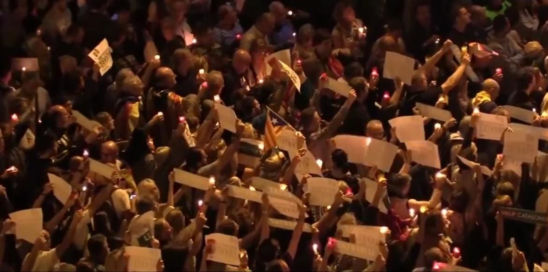 БАРСЕЛОНА НА НОЗЕ  Се протестира против апсењето на каталонските лидери