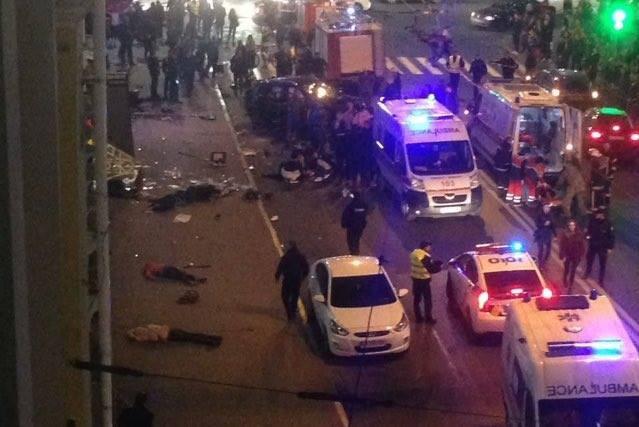 ЌЕРКА НА ТАЈКУН ПРЕГАЗИ ЛУЃЕ: Загинаа пет лица, има десетици повредени