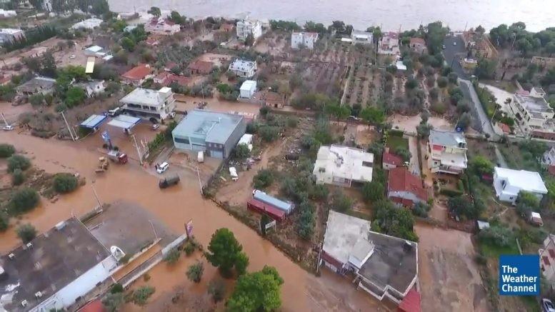 Поплави во Грција   десетици домови се под вода