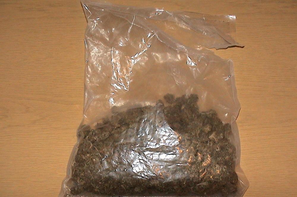 ispliva-iznenaduvanje-vo-more-se-pronajdeni-paketi-so-marihuana