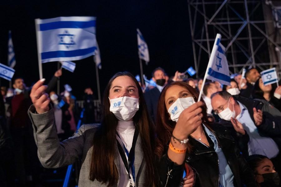 НЕ Е ЗАВРШЕНО: Индискиот сој ги врати маските и рестрикциите во Израел и во Португалија