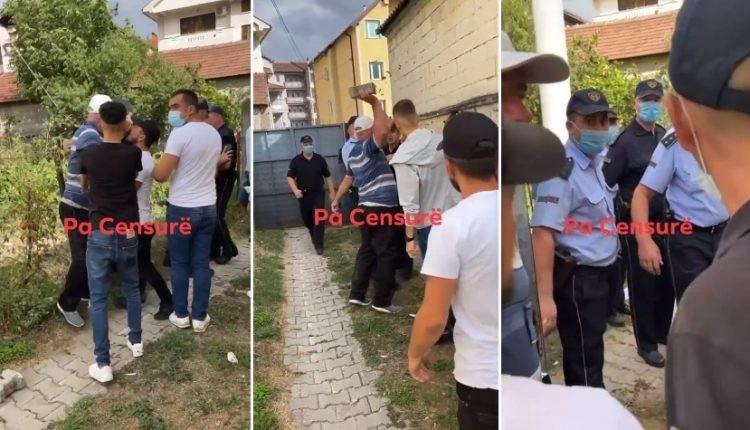 (ВИДЕО) Учесник на протестите во Тетово се обиде да нападне полицајци со бекатон-плочка